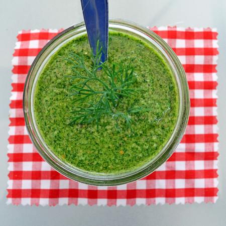 Pesto à l'Aneth et Amandes Grillées
