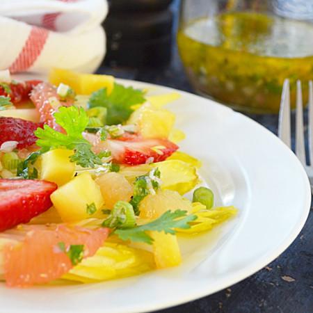 Salade d'Endives avec Fraises, Ananas et Pamplemousse