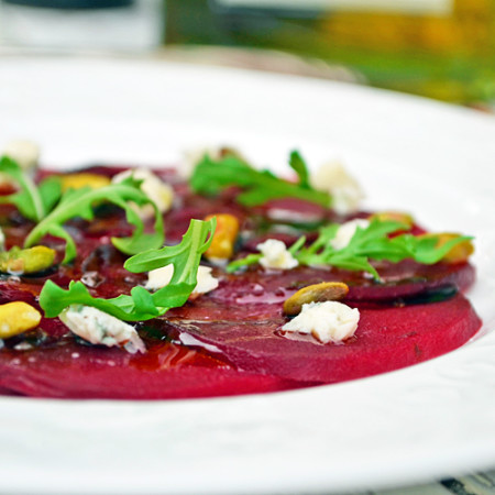 Carpaccio de Betteraves au Bleu, Roquette et Pistaches