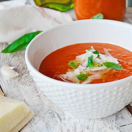 Potage aux Tomates Rôties, Ail Confit et Basilic