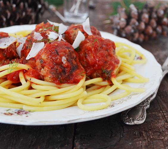 Boulettes de viande au fenouil et la sauce tomate - Boulette de viande en sauce ...