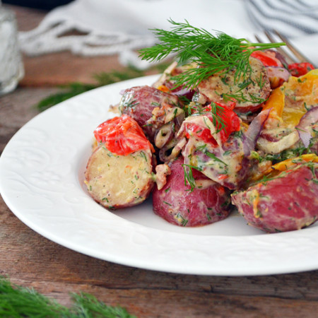 Salade de Pommes de Terre et Poivrons au Four avec Vinaigrette à l'Ail Confit et à l'Aneth