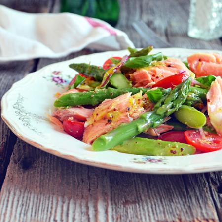 Salade de Saumon et d'Asperges avec Vinaigrette à l'Orange