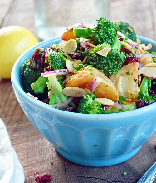 Salade de brocoli et pommes de terre aux amandes et canneberges - Pourquoi on ne coupe pas la salade ...