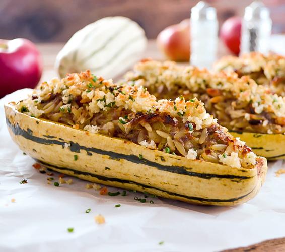 Courge Délicata Farcie à l'Orzo, Pommes et Poireaux avec son Crumble au Parmesan
