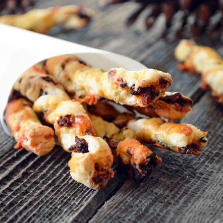 Pailles au Bacon, Dattes et Cheddar