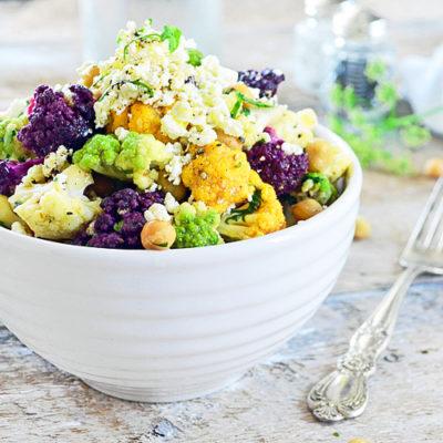 Salade de Chou-Fleur Coloré, Pois Chiches et Vinaigrette aux Épices Grillées