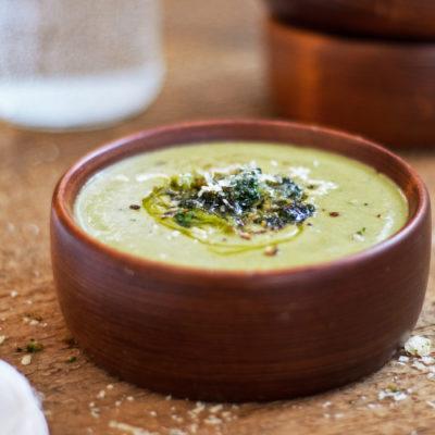 Potage aux haricots blancs, brocolis et parmesan